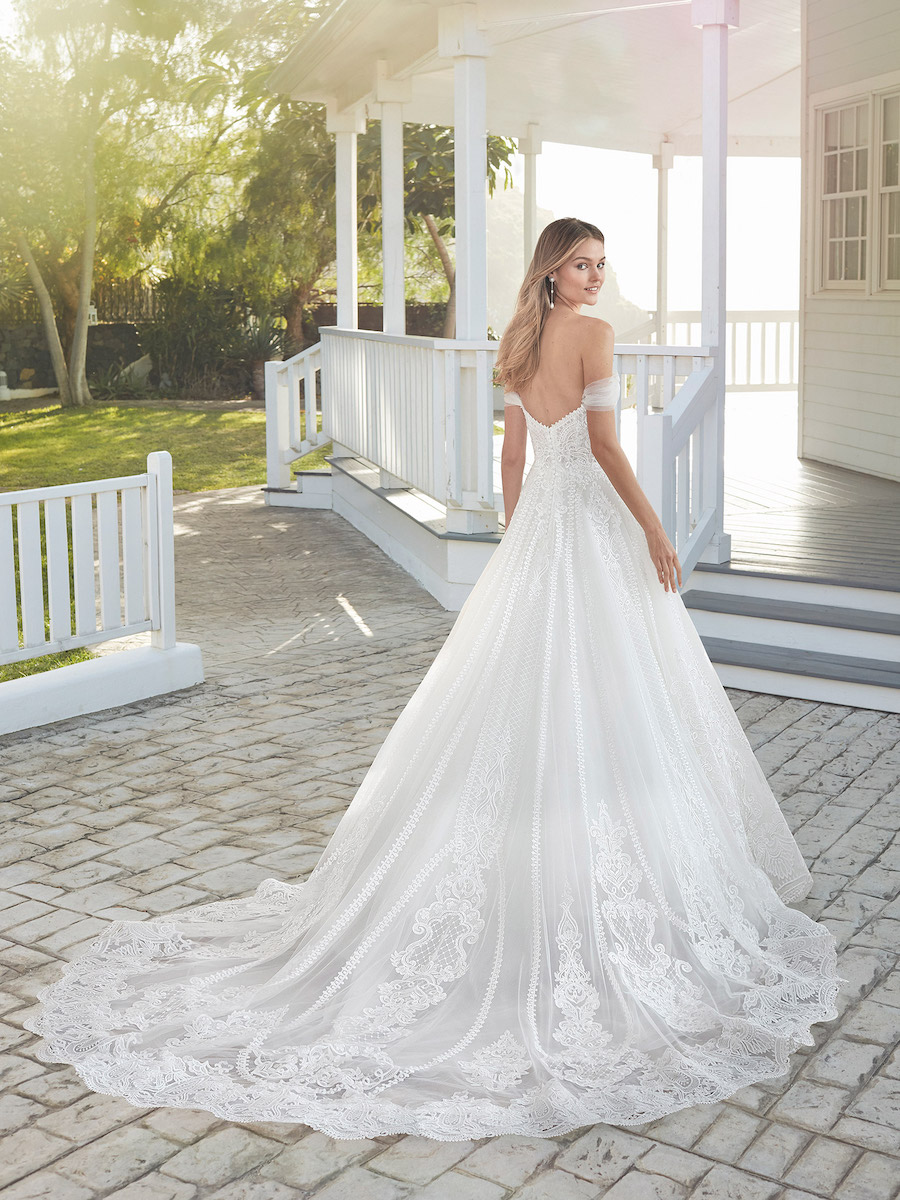 4A170_2_CIELO bridal gown